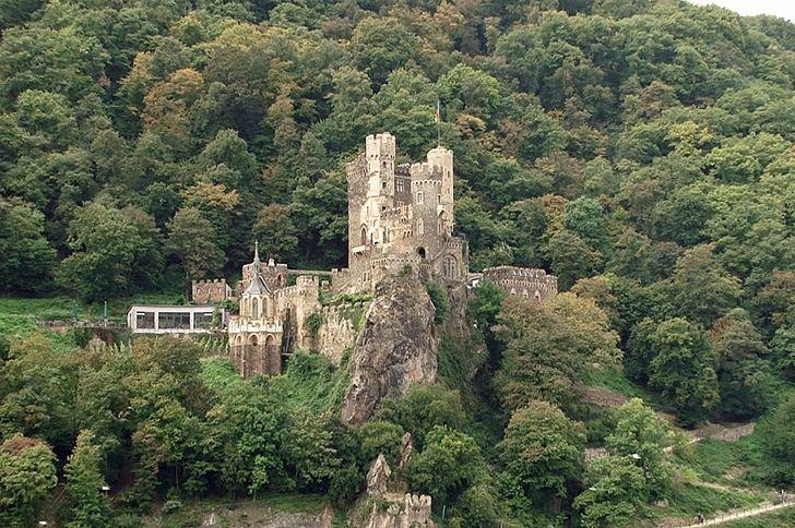 Burg Rheinstein im Oberen Mittelrheintal