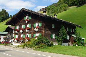 Kleinwalsertal - typisches Walserhaus aus dem 17. Jahrhundert