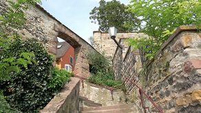 Bajakel in Breisach – vermutlich im 3./4. Jh. angelegter Abstieg vom Römerkastell zum Rheinufer.