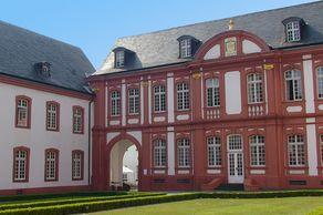 Abtei Brauweiler – Barockgebäude im Innenhof des ehemaligen Kloster