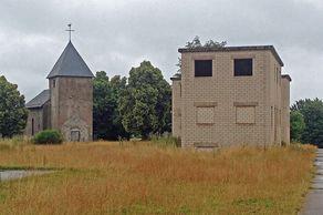 Wollseifen – Kirche und ehemaliges Truppenübungshaus