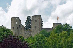 Burg Schönecken – Blick auf die Burgruine