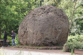Lavabombe in Strohn – etwa fünf Meter im Durchmesser