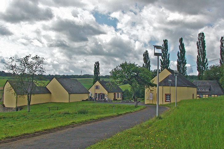 Villa Otrang bei Fließem - mehrere Schutzbauten schützen die wertvollen römischen Mosaiken