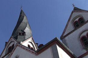 Mayen – gotische Kirche St. Clemens, Wahrzeichen von Mayen mit verdrehtem Turm