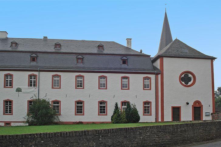 Kloster Niederehe – ehemaliges Klostergebäude mit der angebauten Kirche