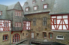 Innenhof von Burg Stahleck