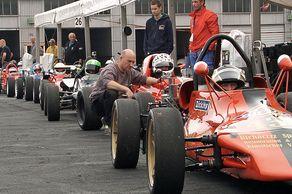 Formel V – Aufstellung der Rennwagen zum Training auf dem Nürburgring