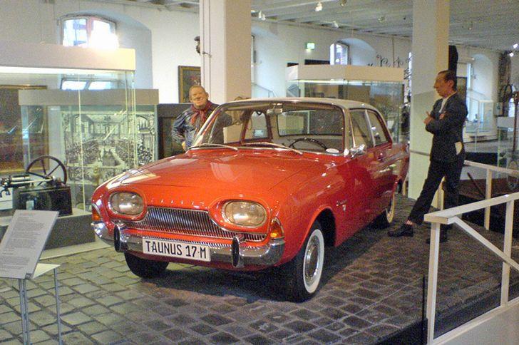 Kölnisches Stadtmuseum – Tünnes und Schäl mit einem Ford Taunus 17 M