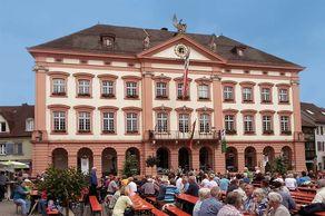 Gengenbach – das im im klassizistischen Stil erbaute Rathaus von 1784