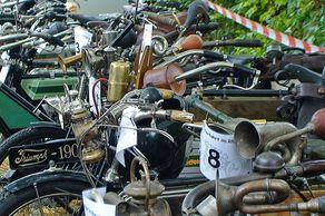 Int. Pionierfahrt im Rheinland - historische Motorräder bis Baujahr 1914 in Reih und Glied