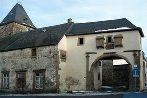 Burg Lissingen an der Kyll – Torbogen zur Strasse