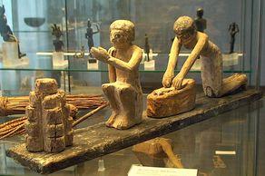 Ägyptisches Museum Bonn – Kleine Skulpturen zur Darstellung einer Bäckerei