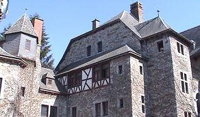 Eyneburg - Blicl auf die Gebäude im Innerhof der Burg