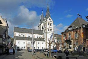 Boppard – Marktplatz mit Kirche und Rathaus