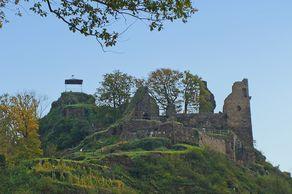 Burg Are bei Altenahr. Von den Burgruinen hat man einen weiten Blick in das Ahrtal.
