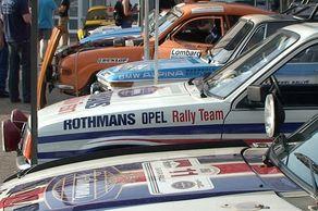 Eifel-Rallye-Festival – Fahrzeuge im Fahrerlager auf dem Marktplatz von Daun