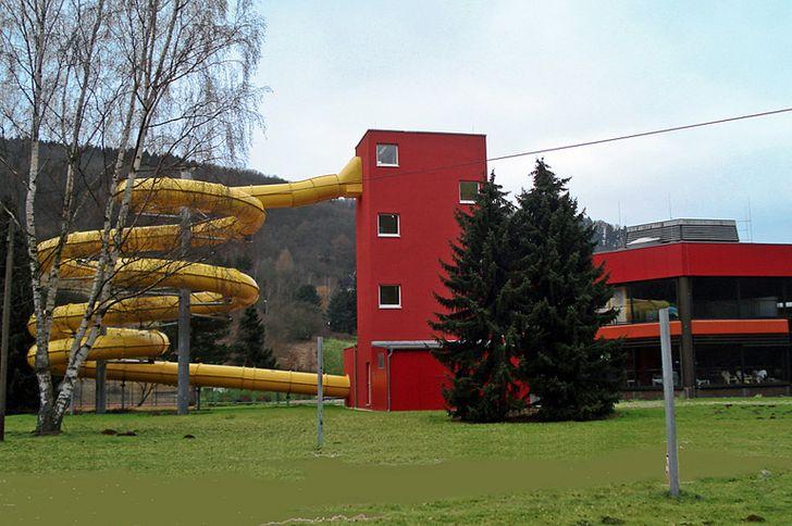 Bad Münstereifel – Eifelbad – Außenbereich mit Röhrenrutsche
