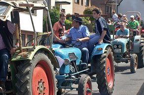 Oldtimer-Schlepper-Treffen Walberberg – über 100 Fahrzeuge nehmen am Korso teil
