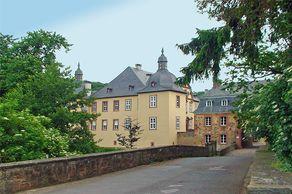 Schloss Eicks – Blick über die Brücke auf das Gebäude