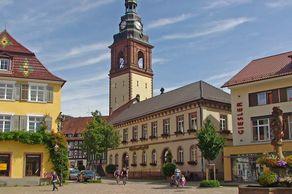 Haslach – Marktplatz mit Kirchturm von St. Arbogast
