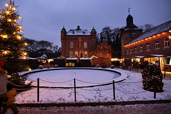 Weihnachtsmarkt auf Schloss Loersfeld in Kerpen © Foto Schloss Loersfeld